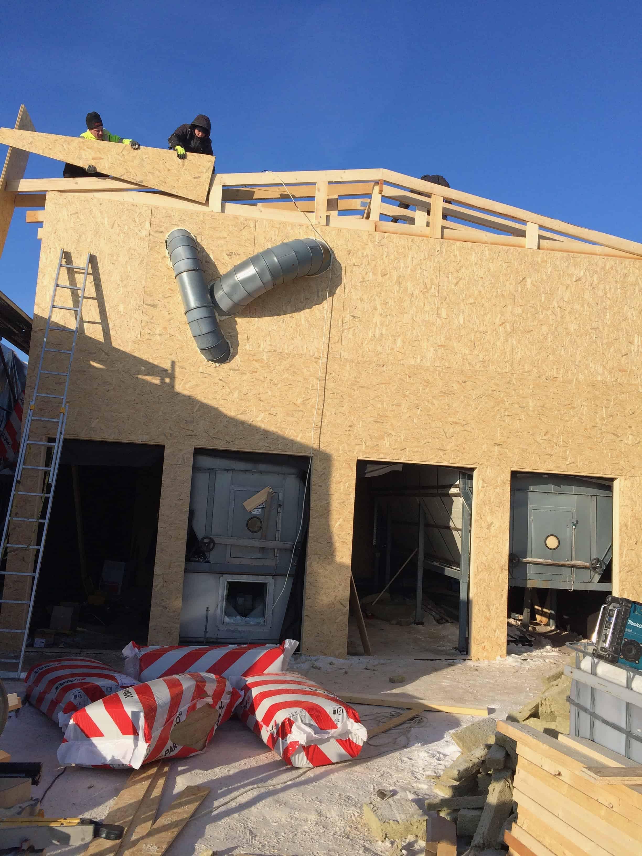mediniu namu statyba